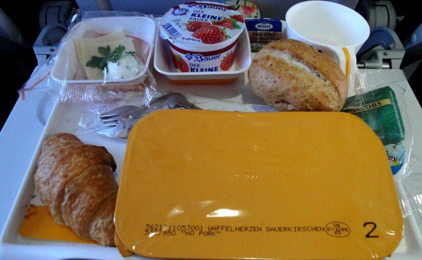 Må man have mad med i flyet?